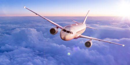 Gedimmte Lichter, sichere Sitzplätze, Bord-Toilette: 9 Fakten zum Fliegen