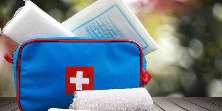 Schmerzmittel, Sonnenschutz, Insektenspray: Das gehört in die Reiseapotheke
