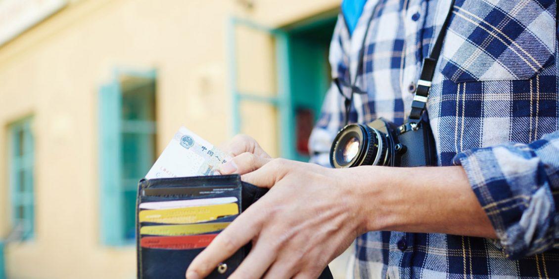 Bar oder mit Karte? Bezahlung auf Reisen
