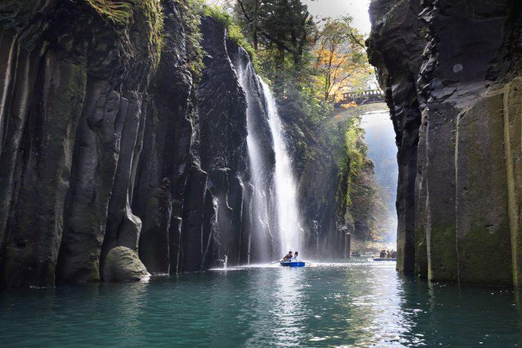 Mit dem Boot durch die Takachiho-Schlucht