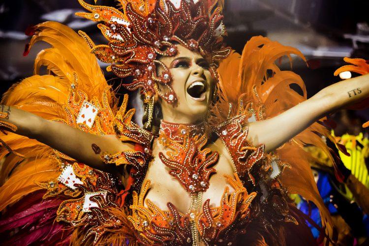 Samba-Tänzerin beim Karneval in Rio