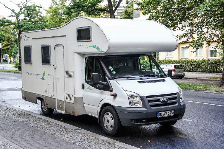 Wohnmobil am Straßenrand abstellen