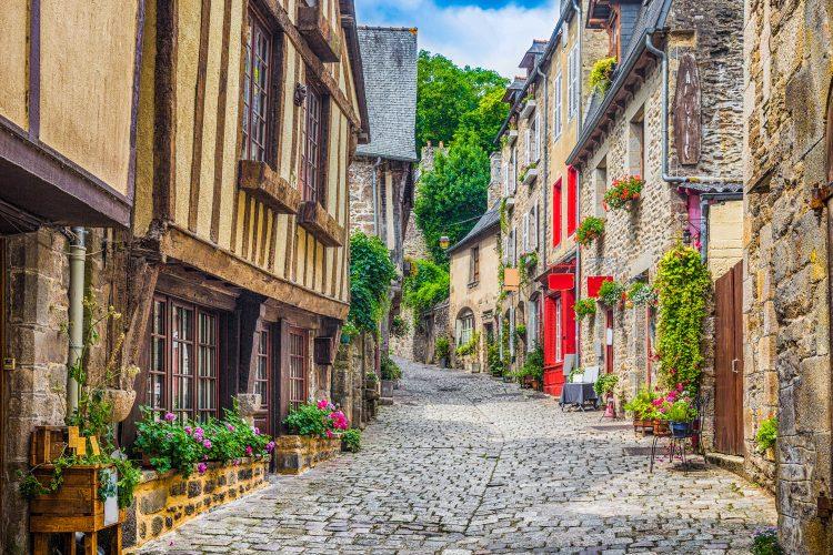 Straße durch eine alte Stadt