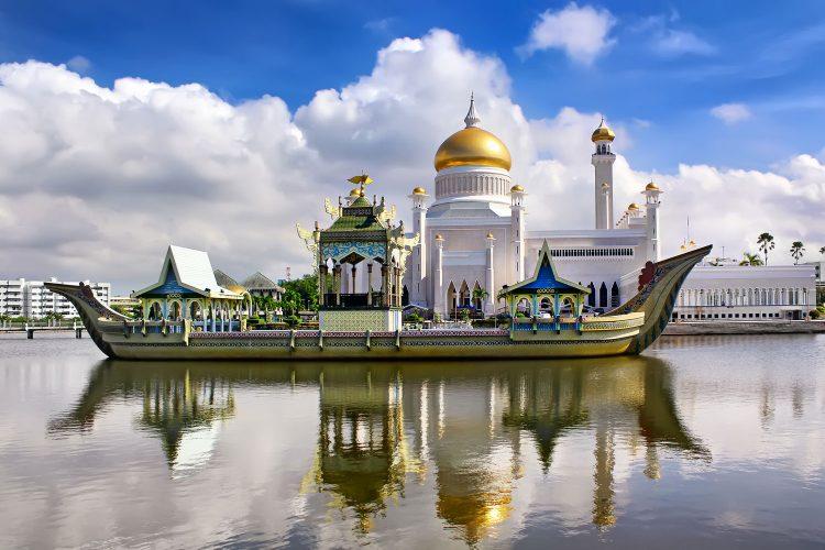 Sultan Omar Ali Saifudding Moschee, Brunei