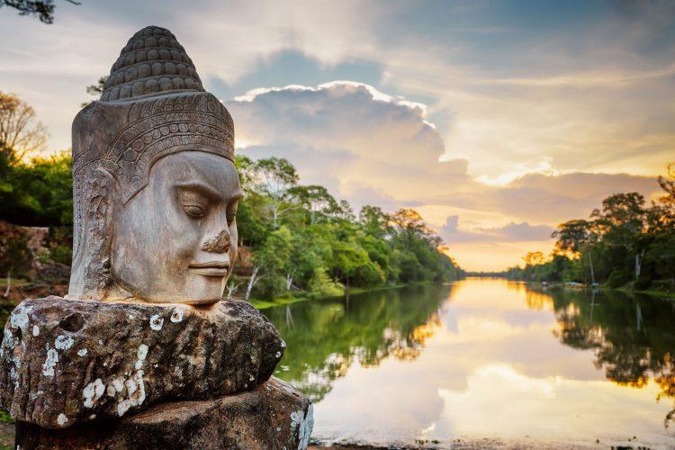 Statue in Angkor Wat