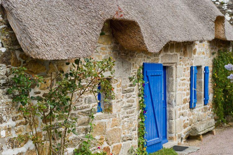 Typisches Haus mit Strohdach in Kerhinet
