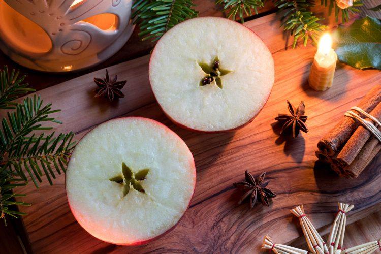 Apfelschneiden, weihnachtliche Tradition in Tschechien