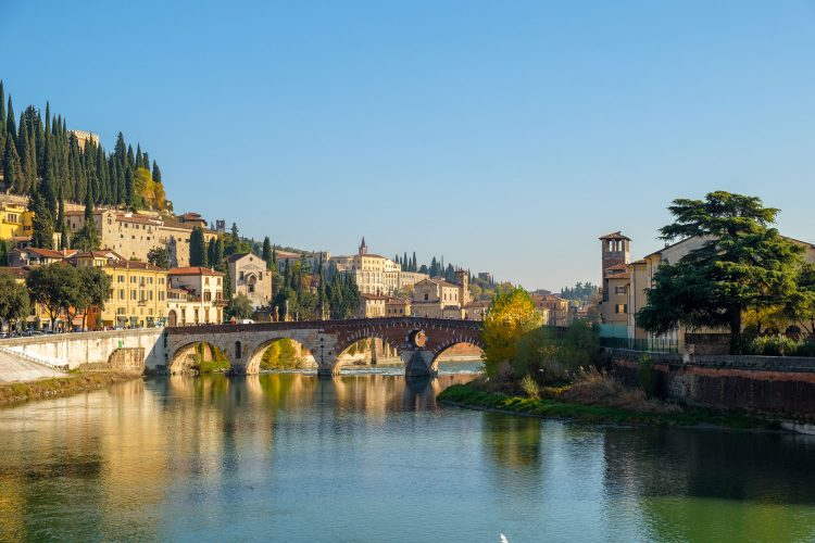 Ponte Pietra Brücke in Verona