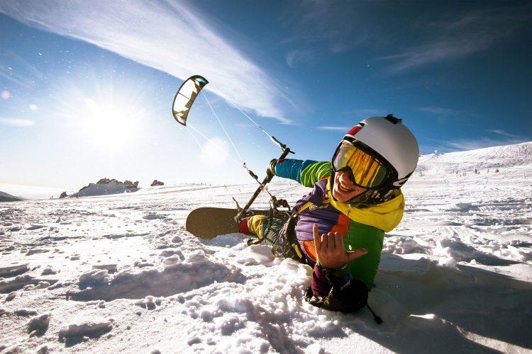 Rasant über den Schnee: Snowkiten
