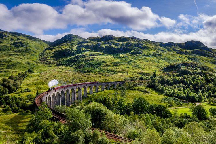 Dampflok auf dem Glenfinnan-Viadukt