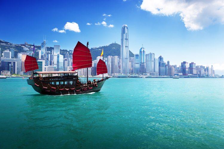 Klassisches Segelboot im Hafen von Hong Kong