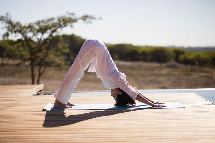 In Namibia Yoga und Safari verbinden