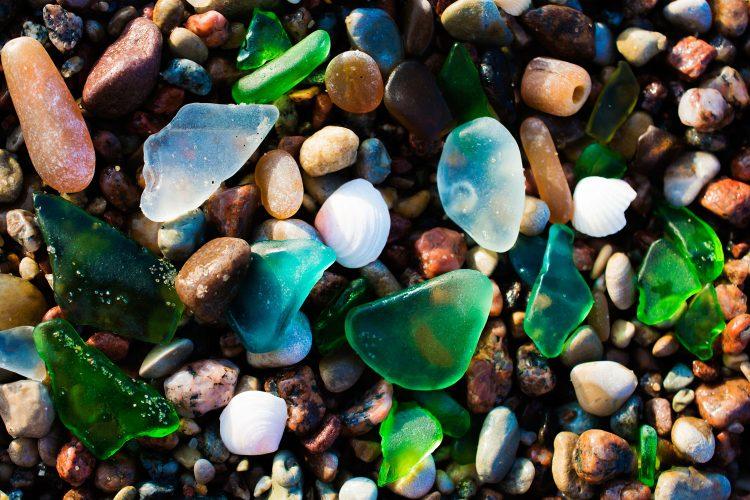 Glas-Steine vom Glass Beach in Kalifornien