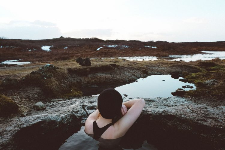 Auf Island gibt es etliche heiße Quellen zum Baden