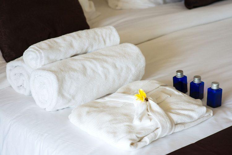 Bademantel und Handtücher gehören zum Dresscode