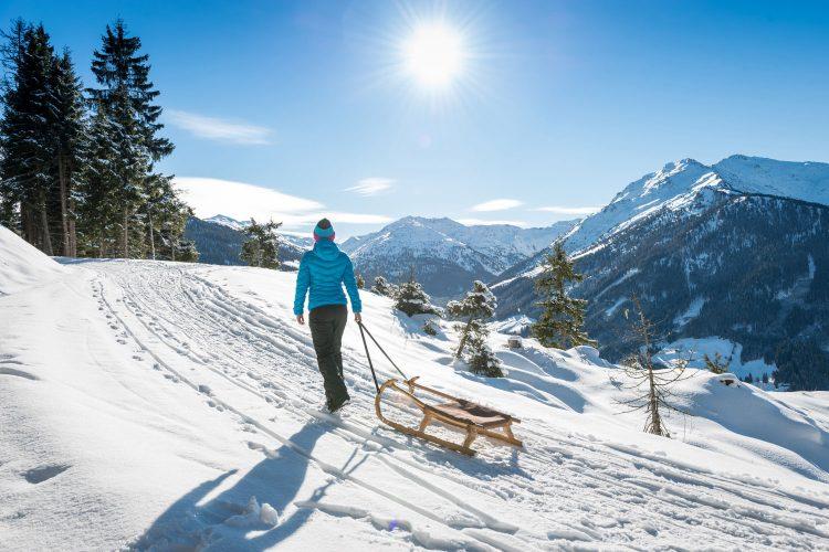 Rodeln ist ein toller Wintersport für Groß und Klein