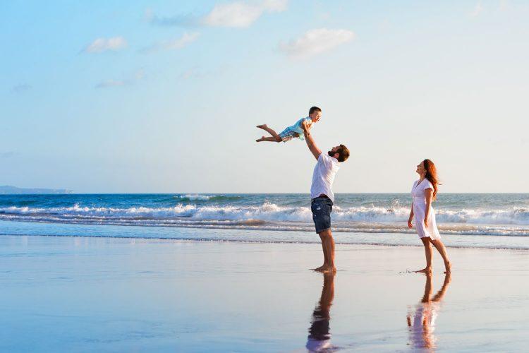 Für Familien mit kleinen Kindern lohnt eine Reiserücktrittsversicherung
