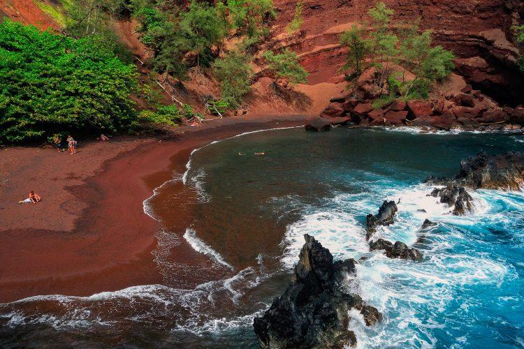 Roter Strand auf Hawaii