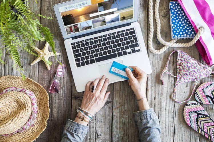 Mit der richtigen Kreditkarte lässt sich im Urlaub sparen